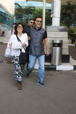 Vidhu Vinod Chopra snapped at airport on 12th Jan 2016
