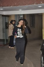 Kareena Kapoor snapped in Bandra on 13th Jan 2016 (7)_56975276e120b.JPG