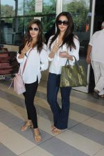 Riya Sen, Raima Sen snapped at Airport on 13th Jan 2016 (15)_569751e5c6e58.JPG