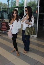 Riya Sen, Raima Sen snapped at Airport on 13th Jan 2016 (16)_569751e68ebe6.JPG