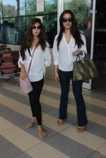 Riya Sen, Raima Sen snapped at Airport on 13th Jan 2016 (12)_569751e3e9415.JPG