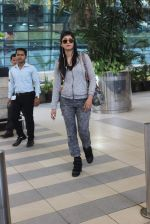 Shruti Haasan snapped at Airport on 13th Jan 2016 (24)_5697521753e9f.JPG
