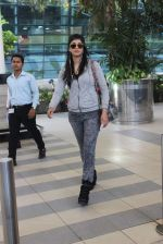 Shruti Haasan snapped at Airport on 13th Jan 2016 (25)_5697521873141.JPG