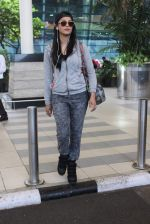 Shruti Haasan snapped at Airport on 13th Jan 2016 (26)_5697521aad812.JPG