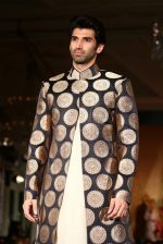 Aditya Roy Kapur walks for Manish Malhotra show for Sahachari Foundation on 14th Jan 2016 (253)_5698f2e3275b1.JPG
