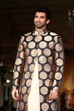 Aditya Roy Kapur walks for Manish Malhotra show for Sahachari Foundation on 14th Jan 2016 (254)_5698f30a165a9.JPG