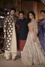 Katrina Kaif, Aditya Roy Kapur walks for Manish Malhotra show for Sahachari Foundation on 14th Jan 2016 (106)_5698f2e6ec0c6.JPG
