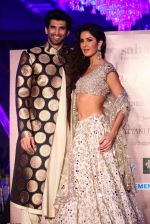 Katrina Kaif, Aditya Roy Kapur walks for Manish Malhotra show for Sahachari Foundation on 14th Jan 2016 (257)_5698f2eed525f.JPG