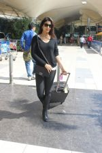 Shriya Saran snapped at airport on 14th Jan 2016