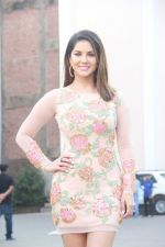 Sunny Leone snapped in Bandra on 14th Jan 2016