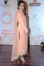 Amrita Arora at Vikram Phadnis 25 years show on 16th Jan 2016 (272)_569b823d3d6ee.JPG