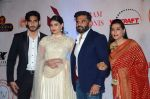 Athiya SHetty, Sunil Shetty, Mana Shetty at Vikram Phadnis 25 years show on 16th Jan 2016 (140)_569b83294c4eb.JPG