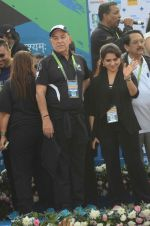 Dalip Tahil, Shaina NC at Mumbai marathon on 17th Jan 2016 (58)_569b81775efd1.JPG