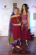 Jaya Bachchan at Vikram Phadnis 25 years show on 16th Jan 2016 (249)_569b83de6033b.JPG