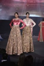 Model walk the ramp at Vikram Phadnis 25 years show on 16th Jan 2016 (167)_569b8f45bbf42.JPG