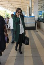 Sonam Kapoor snapped at airport on 17th Jan 2016
