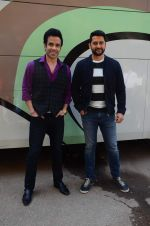Aftab Shivdasani, Tusshar Kapoor at Kyaa Kool Hain Hum 3 on location on 18th Jan 2016 (30)_569de1dd6c8ee.JPG