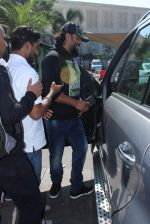 Madhavan snapped at airport on 20th Jan 2016