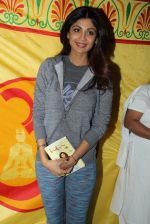 Shilpa Shetty at Baba Ramdev Yoga camp early morning at 6.30 am on 20th Jan 2016 (15)_56a0881c7612c.JPG