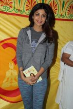 Shilpa Shetty at Baba Ramdev Yoga camp early morning at 6.30 am on 20th Jan 2016 (16)_56a0881dd63a1.JPG