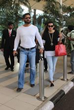 Sunil Shetty Mana Shetty snapped at airport on 20th Jan 2016 (24)_56a087ae9ba55.JPG