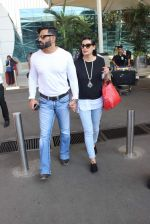 Sunil Shetty Mana Shetty snapped at airport on 20th Jan 2016 (25)_56a087afa1e20.JPG