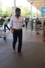 Sunil Shetty snapped at the airport on 21st Jan 2016
