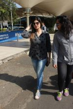 Zarine Khan snapped at the airport on 21st Jan 2016 (25)_56a1de2659c3d.JPG