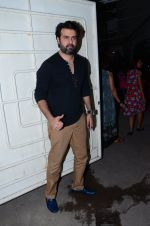 Harman Baweja at Saala Khadoos screening on 22nd Jan 2016 (9)_56a376d95eae1.JPG