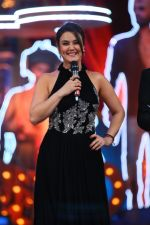 Preity Zinta goofs up on stage. Calls for Sonakshi Sinha and greets her as Sonam Kapoor until Sonakshi says she is Sonakshi at Star Screen Awards 2016
