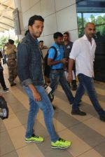 Riteish Deshmukh snapped at airport on 22nd Jan 2016 (71)_56a374a36d962.JPG