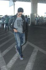 Sidharth Malhotra snapped at airport on 22nd Jan 2016