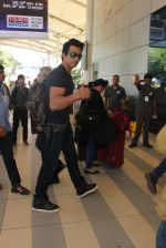 Sonu Sood snapped at airport on 22nd Jan 2016 (46)_56a374d34e679.JPG