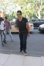 Sonu Sood snapped at airport on 22nd Jan 2016 (47)_56a374d42b1ca.JPG
