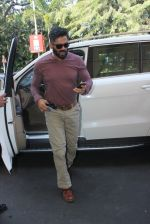Sunil Shetty snapped at airport on 22nd Jan 2016
