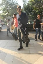 Arjun Rampal snapped at airport on 23rd Jan 2016 (31)_56a4bdef29bb9.JPG