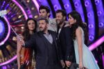 Chal Beta Selfie lele re at Bigg Boss Double Trouble Finale on 23rd Jan 2016