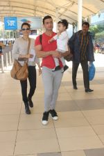 Isha Koppikar, Timmy Narang snapped at airport on 23rd Jan 2016 (10)_56a4be287f6a2.JPG
