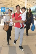 Isha Koppikar, Timmy Narang snapped at airport on 23rd Jan 2016