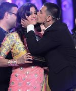 Prince & Kishwer_s happy reunion at Bigg Boss Double Trouble Finale on 23rd Jan 2016_56a4b5162019d.JPG