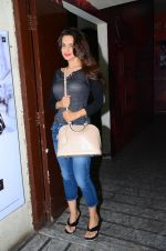 Ameesha Patel snapped at PVR Juhu on 24th Jan 2016 (10)_56a5d1bdce957.JPG
