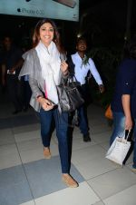 Shilpa Shetty snapped at airport on 24th Jan 2016