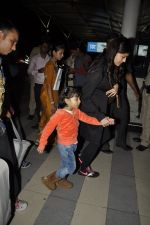 Aishwarya Rai Bachchan, Aradhya Bachchan snapped at the airport on 25th Jan 2016 (1)_56a7734f701d0.JPG