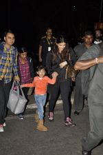 Aishwarya Rai Bachchan, Aradhya Bachchan snapped at the airport on 25th Jan 2016 (4)_56a77352b54b4.JPG