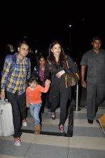 Aishwarya Rai Bachchan, Aradhya Bachchan snapped at the airport on 25th Jan 2016