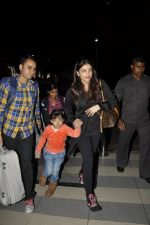 Aishwarya Rai Bachchan, Aradhya Bachchan snapped at the airport on 25th Jan 2016 (7)_56a77356ddf88.JPG