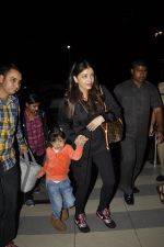 Aishwarya Rai Bachchan, Aradhya Bachchan snapped at the airport on 25th Jan 2016 (8)_56a773586de5d.JPG