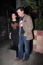 Saif Ali Khan, Karisma Kapoor snapped on 25th Jan 2016 (10)_56a774fc6cf12.JPG