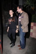 Saif Ali Khan, Karisma Kapoor snapped on 25th Jan 2016 (14)_56a774fea6c36.JPG
