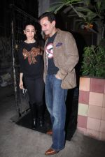 Saif Ali Khan, Karisma Kapoor snapped on 25th Jan 2016 (8)_56a774fbbb507.JPG